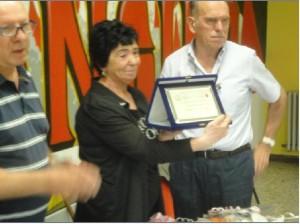 Consegna della targa alla signora Rita Vidali in ricordo del marito Giuliano