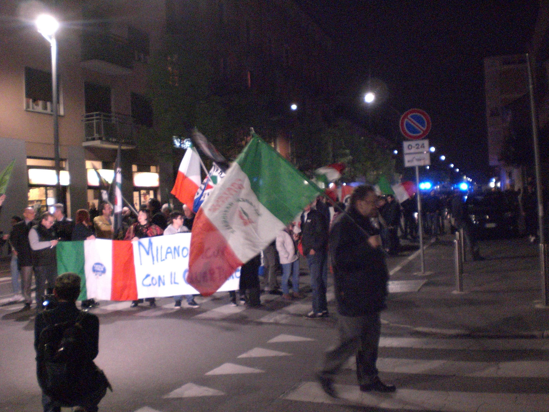 Il Consigliere regionale R. De Corato con i manifestanti