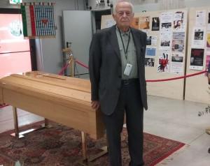 N. Tdeschi dopo aver reso omaggio al feretro di A. Iosa
